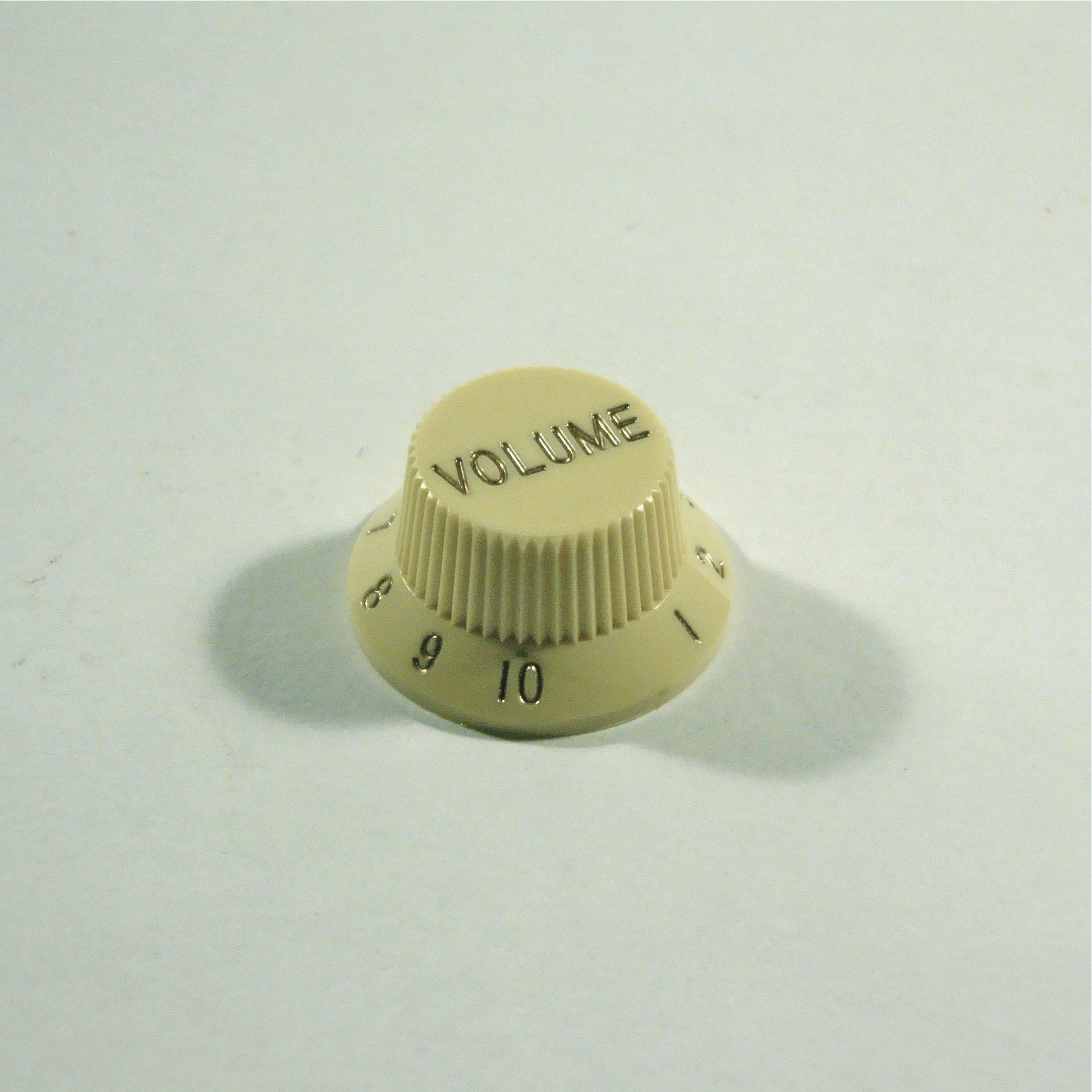 Volume knob, Strat-style, Ivory, fits both fine and coarse knurled pots