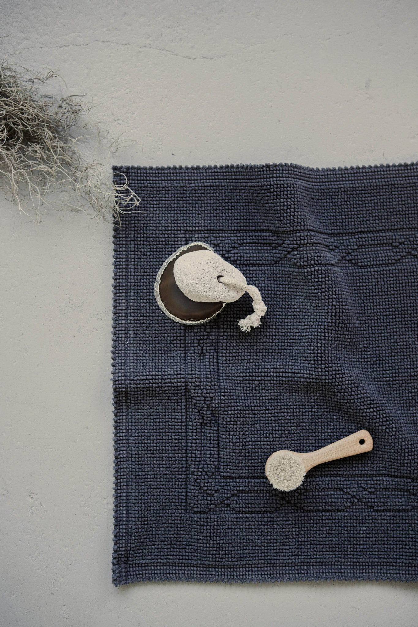 Scout Bath Mat in Charcoal Cotton Made in Portugal