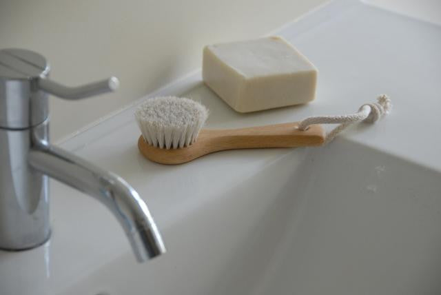 Face Brush in Beechwood Handle
