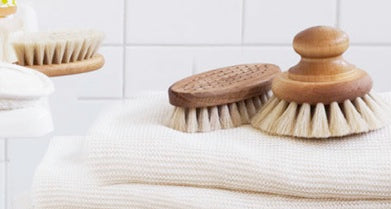 Bath Brush with Knob by Iris Hantverk