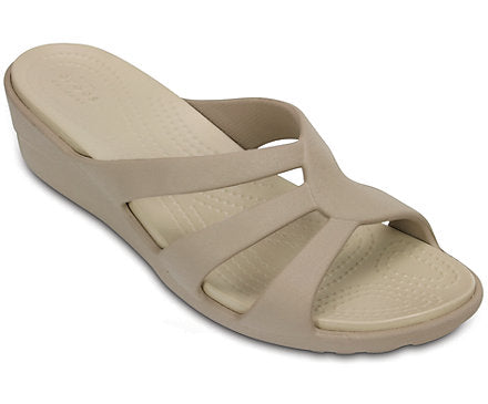 Crocs Women's Sanrah Strappy Wedge Sandals Mushroom / Cobblestone