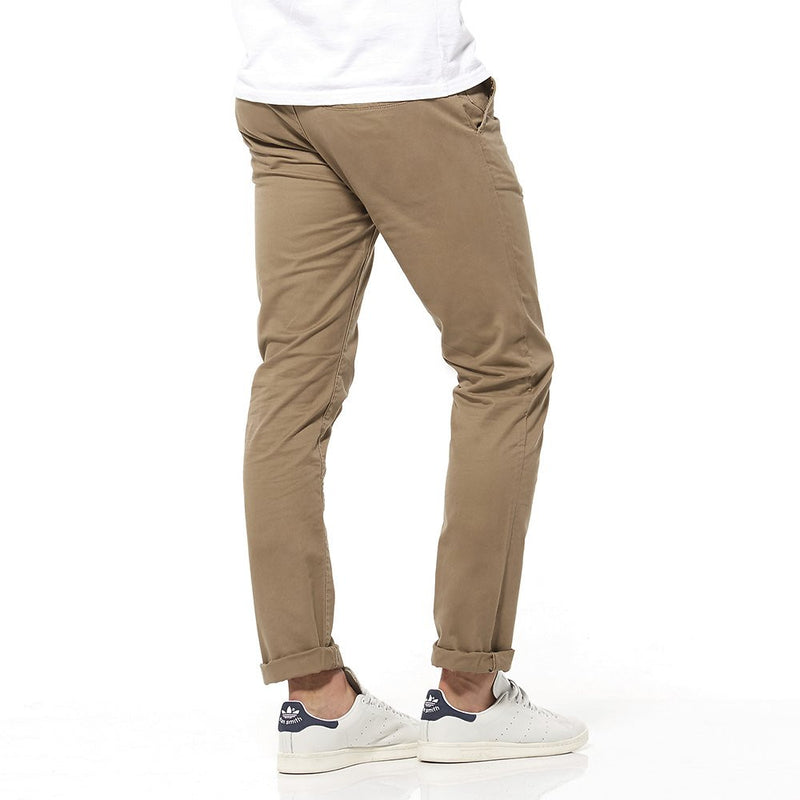 Riders By Lee Chino Stretch Magic Dirt R/500166/S38 Men's Chino Pants Comfort stretch cotton chino with button fly in a rust colourway. Built to last the throws of your weekend! Our chino is slim through the waist and thigh, featuring a narrow hem that looks best when cuffed. In a rust colour way and comfort stretch cot Famous Rock Shop Newcastle NSW Australia