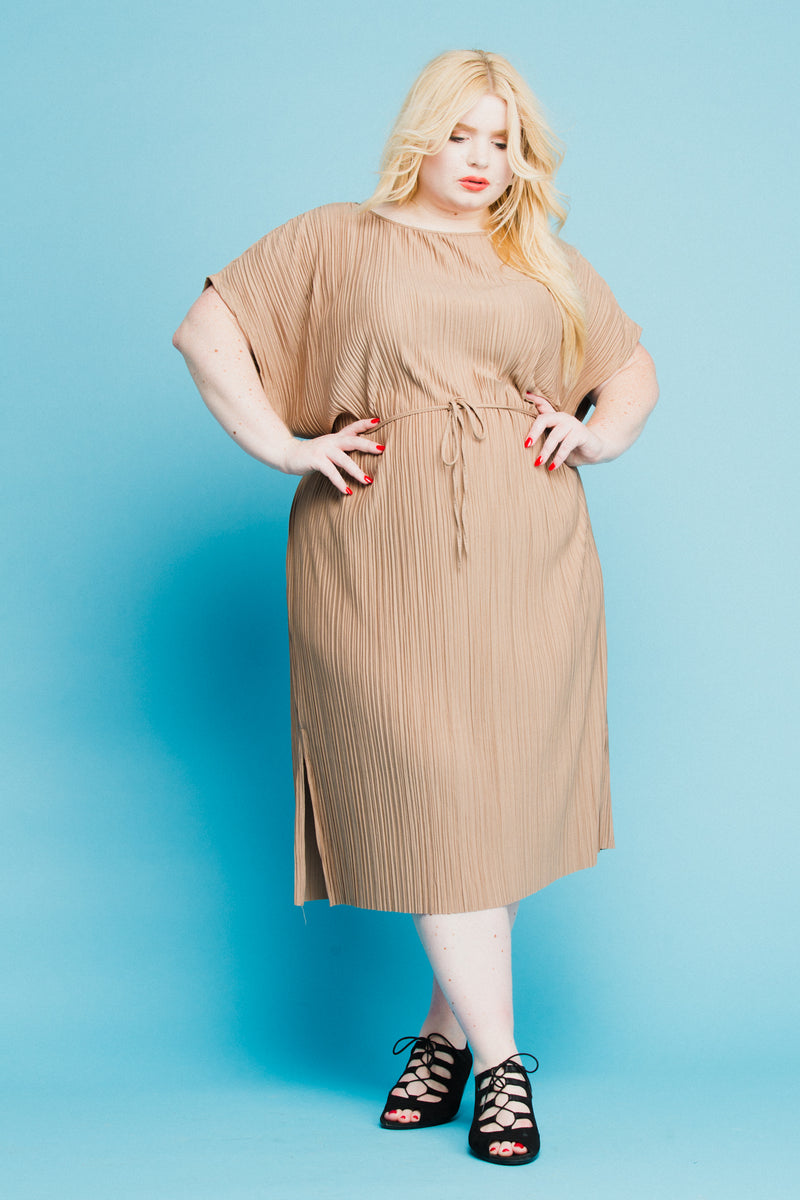 Tanzy Dress in Mocha