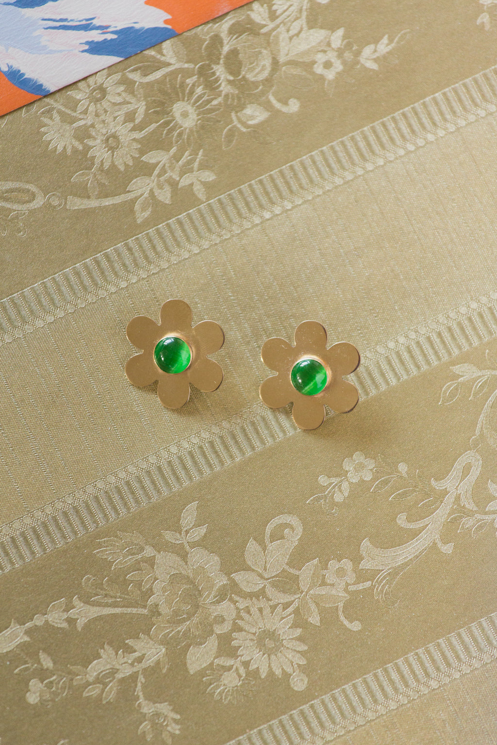 Daisy Earrings with Green Glass