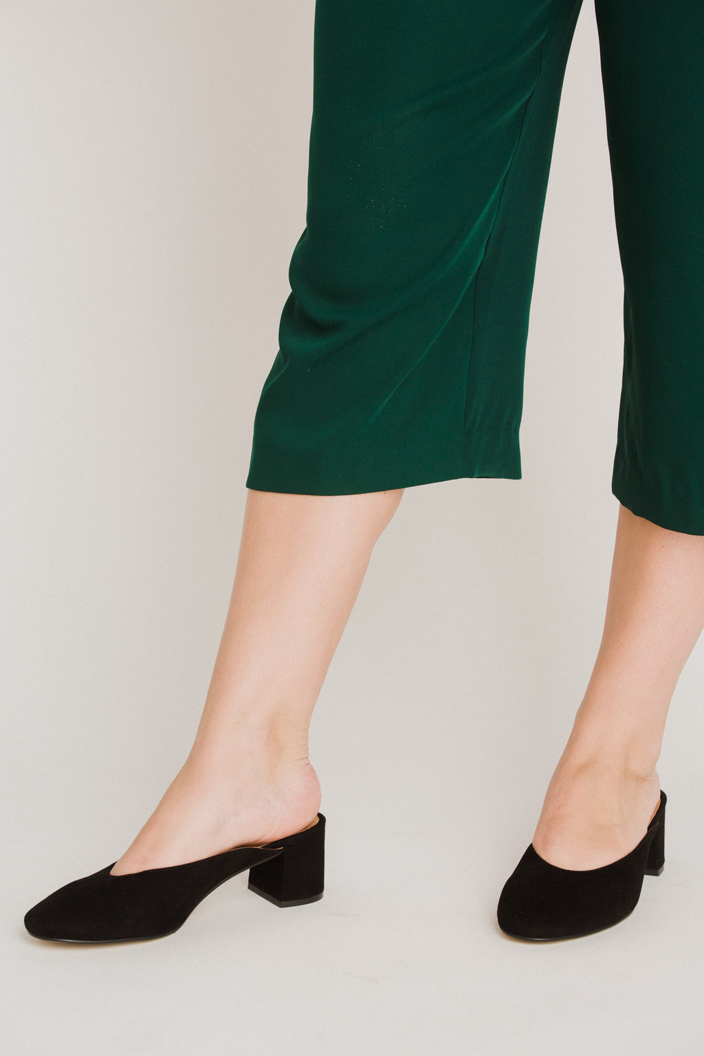 Daisy Mules in Black Shoes Intentionally Blank - Hello Holiday