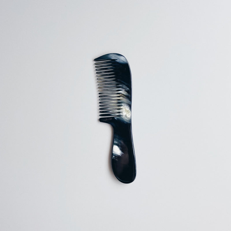HORN COMB WITH HANDLE (SLIM) - WHITE IN BLACK