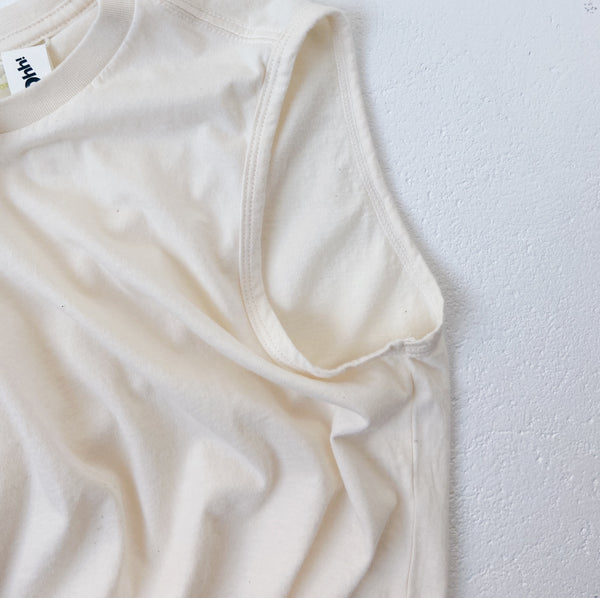 BASIC SLEEVELESS TEE - ECRU