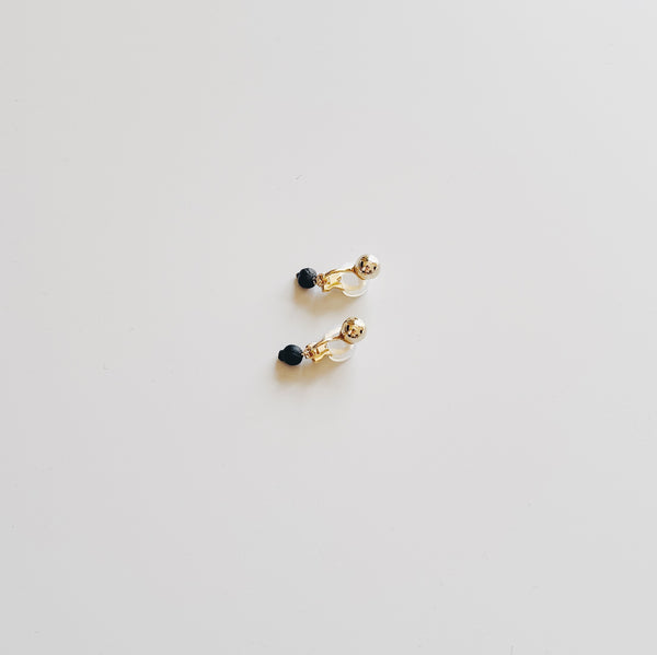 BOTANICAL EARRINGS : VIBURNUM TINUS 1 (GOLD STUDS) - イヤリング