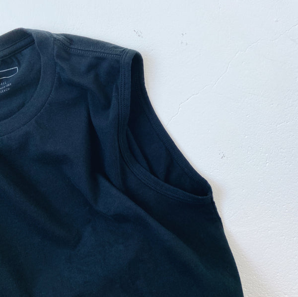 BASIC SLEEVELESS TEE - BLACK
