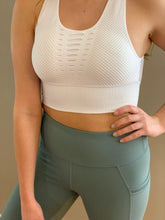 Load image into Gallery viewer, Laser Cut Seamless Sports Bra