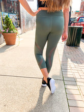 Load image into Gallery viewer, Green Cropped legging