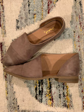 Load image into Gallery viewer, Taupe Suede Flat