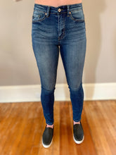 Load image into Gallery viewer, High rise medium wash jean