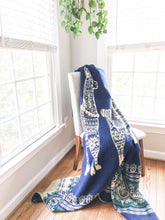 Load image into Gallery viewer, Qata Reversible Alpaca Blanket (Dark Blue Alpaca Print)