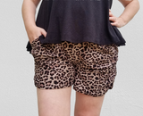 Harem shorts in leopard