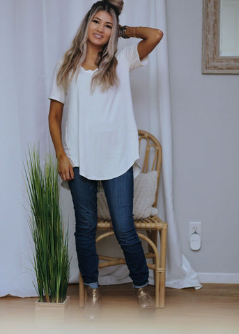 Basic B v neck tee in ivory