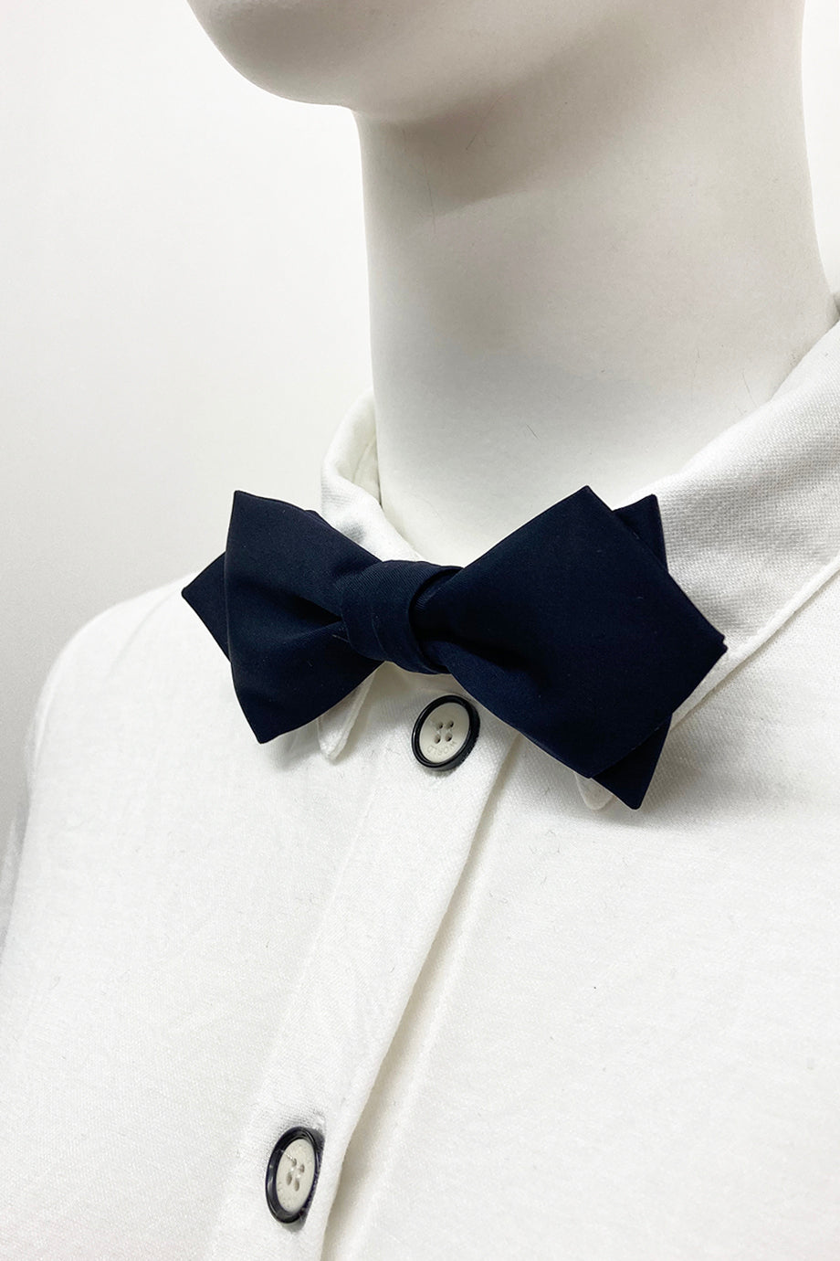 WORLD Diamond Point Bow Tie - Navy Satin