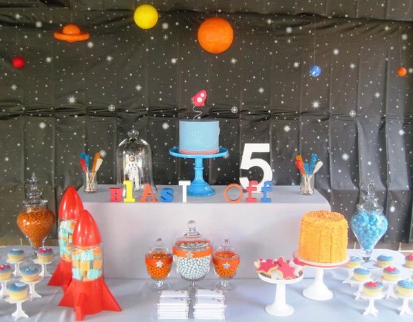 Wow We Absolutely Love This 1 2 3 Blast Off Birthday Party Submitted By Maria Via Amy Atlas The Backdrop Painted And Her Family