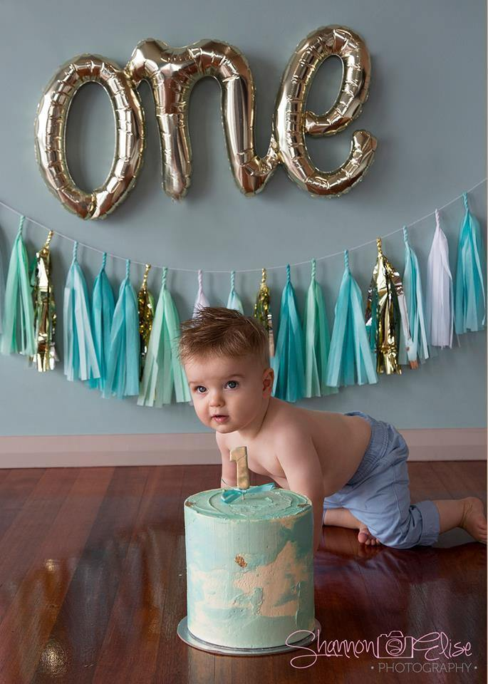 """One"" Script Gold Balloon Banner - Bickiboo Designs"