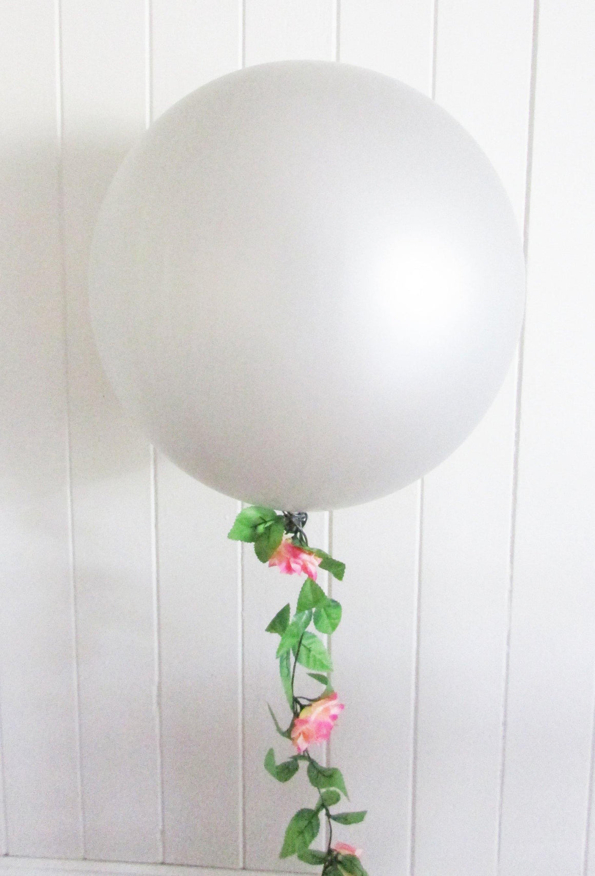 90cm Balloon with Rose Garland