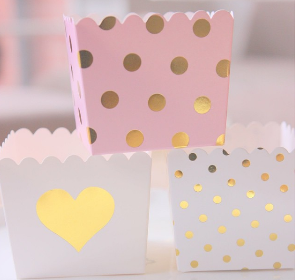 White & Gold Foil Heart Scallop Favour Boxes (6 pack) - Bickiboo Designs