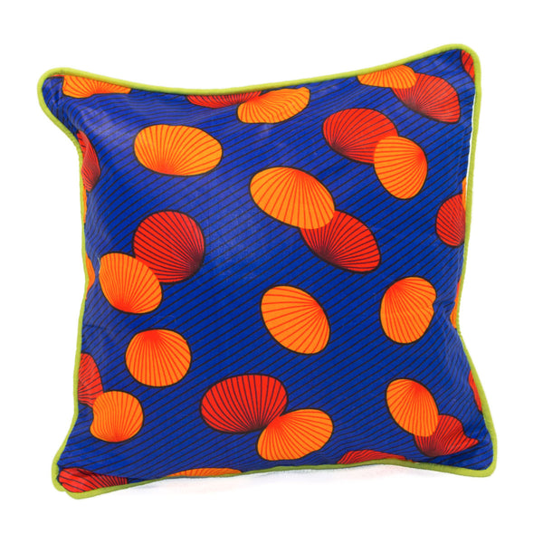Coussin africain wax bleu coquillages oranges