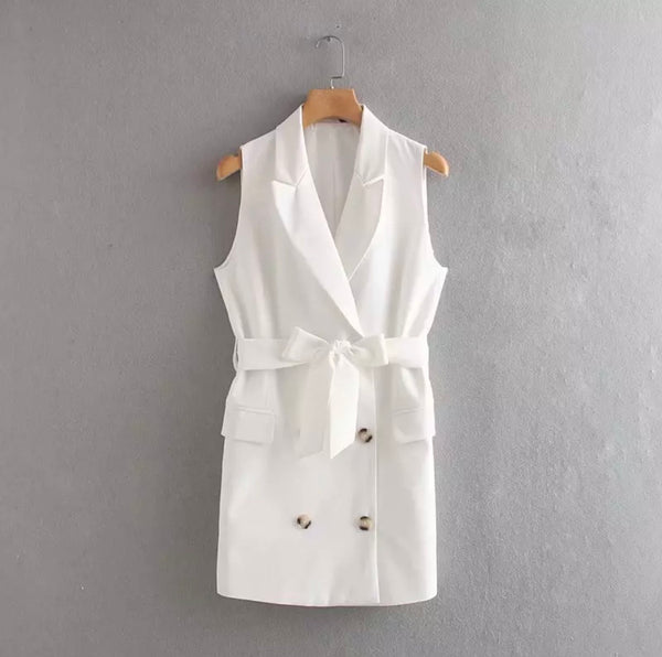 Winter Jasmine vest with tie and pockets