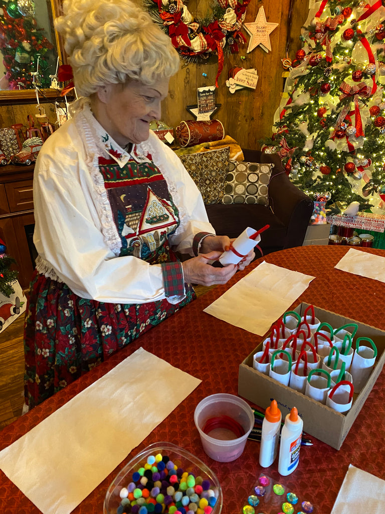 Crafting with Mrs.Claus At Snelgrove's