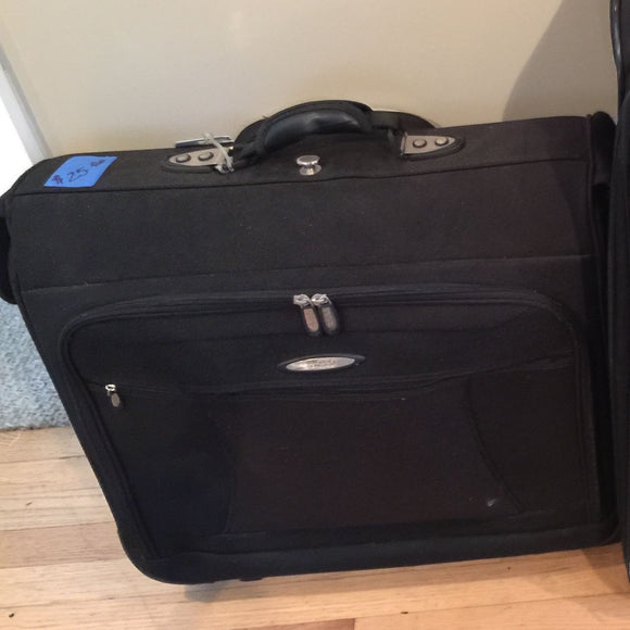 7869 - H - Medium Black Garment Suitcase - Rolling - Travel - Great for All Travel Items