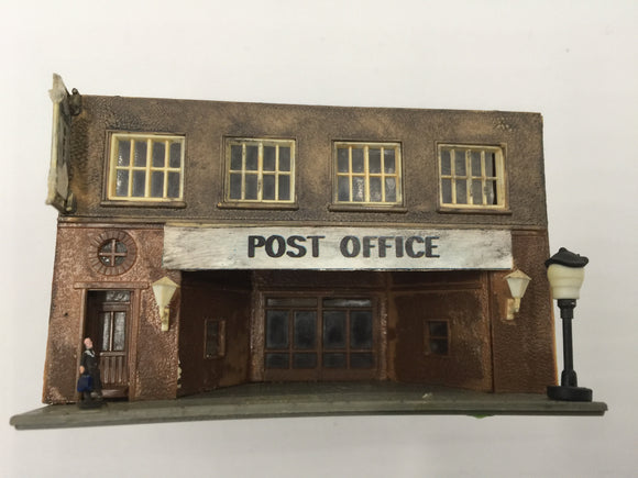 8440 - T - Post Office 2-story with People, Signage, & Street Lamp