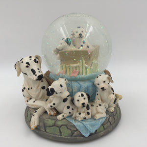 "9490 - C - Dalmatians Musical Snow Globe - Melody ""You are the Sunshine of My Life"""