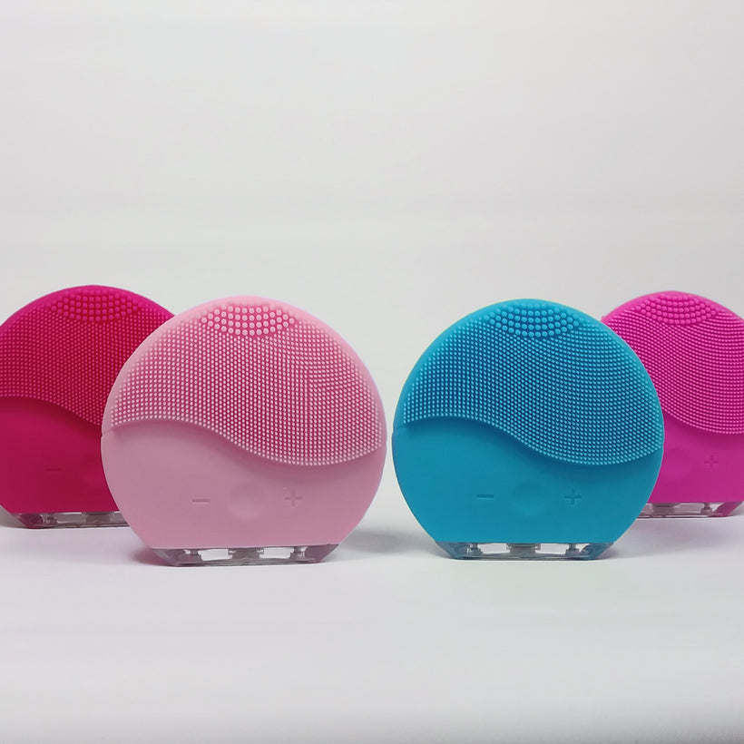 USB facial cleaning and massage brush