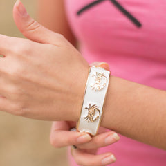 Enamel Crab (White/Gold) / Bangle Bracelet