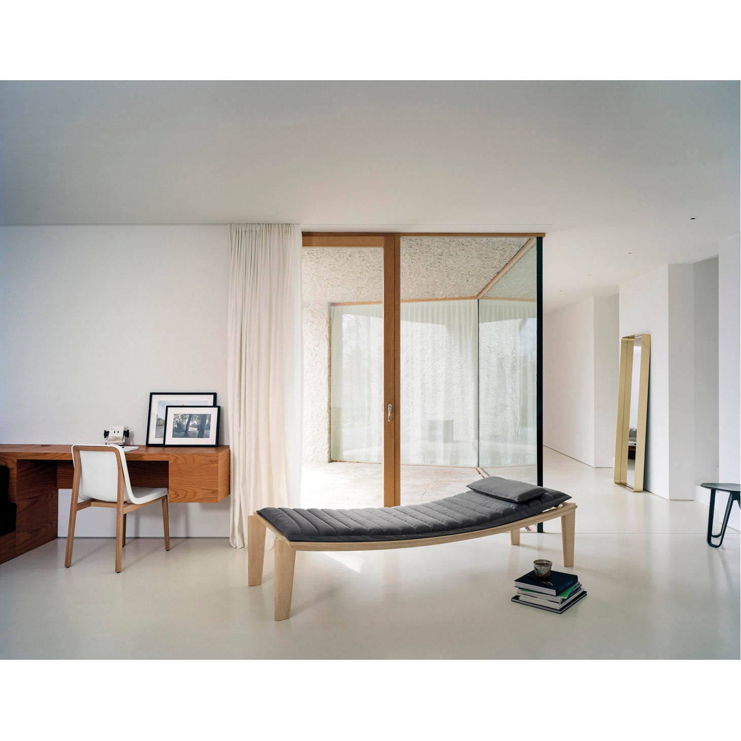 Holzherr - Sedan Chair - Ulisse Daybed - Cypris Mirror - Saturn Stool