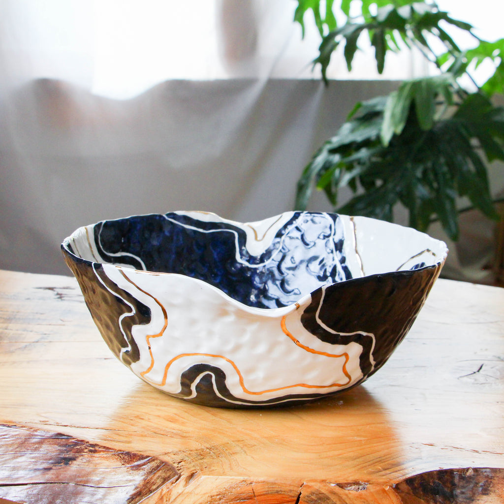 Onyx & Gold Pinched Trail Bowl