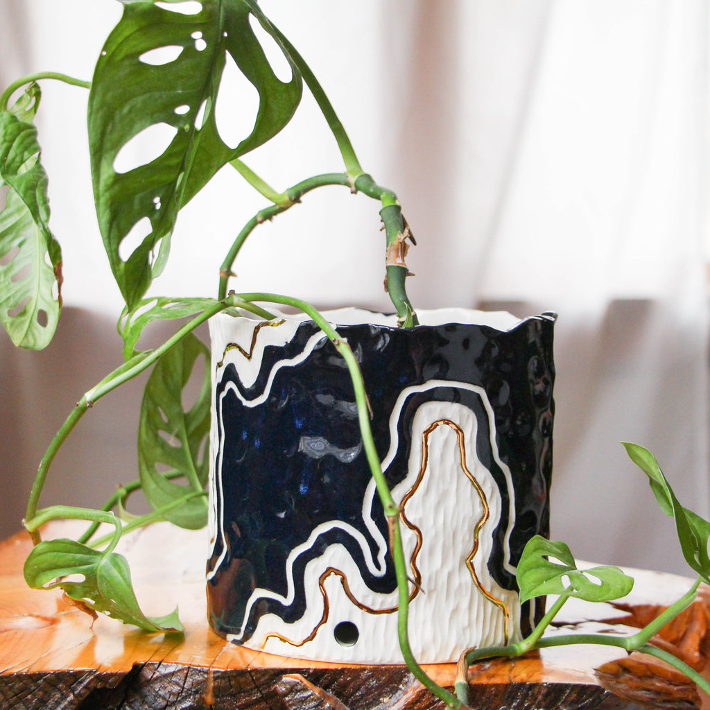 Medium/Large Onyx Fade Pinched Planter