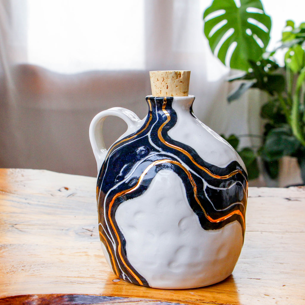 Onyx & Gold Trail Jug