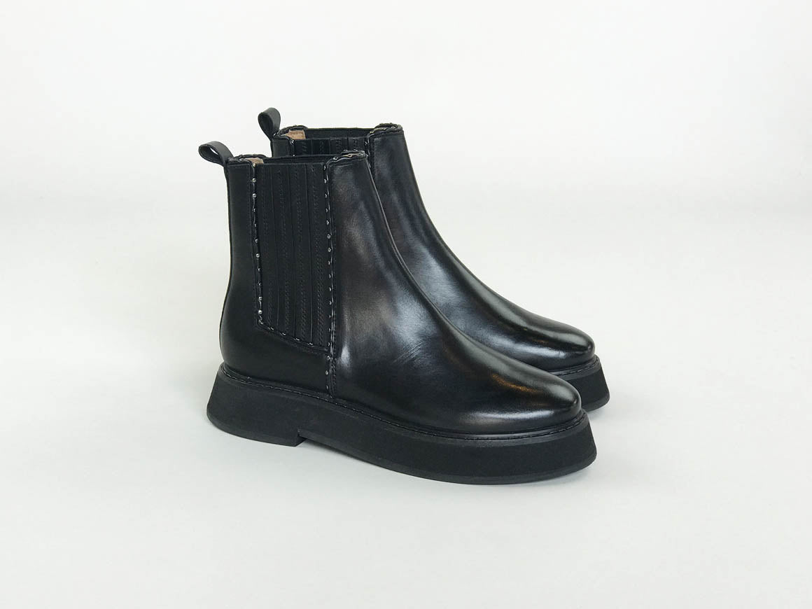 KILLIFISH | Women's leather Chelsea Boots with stud trim