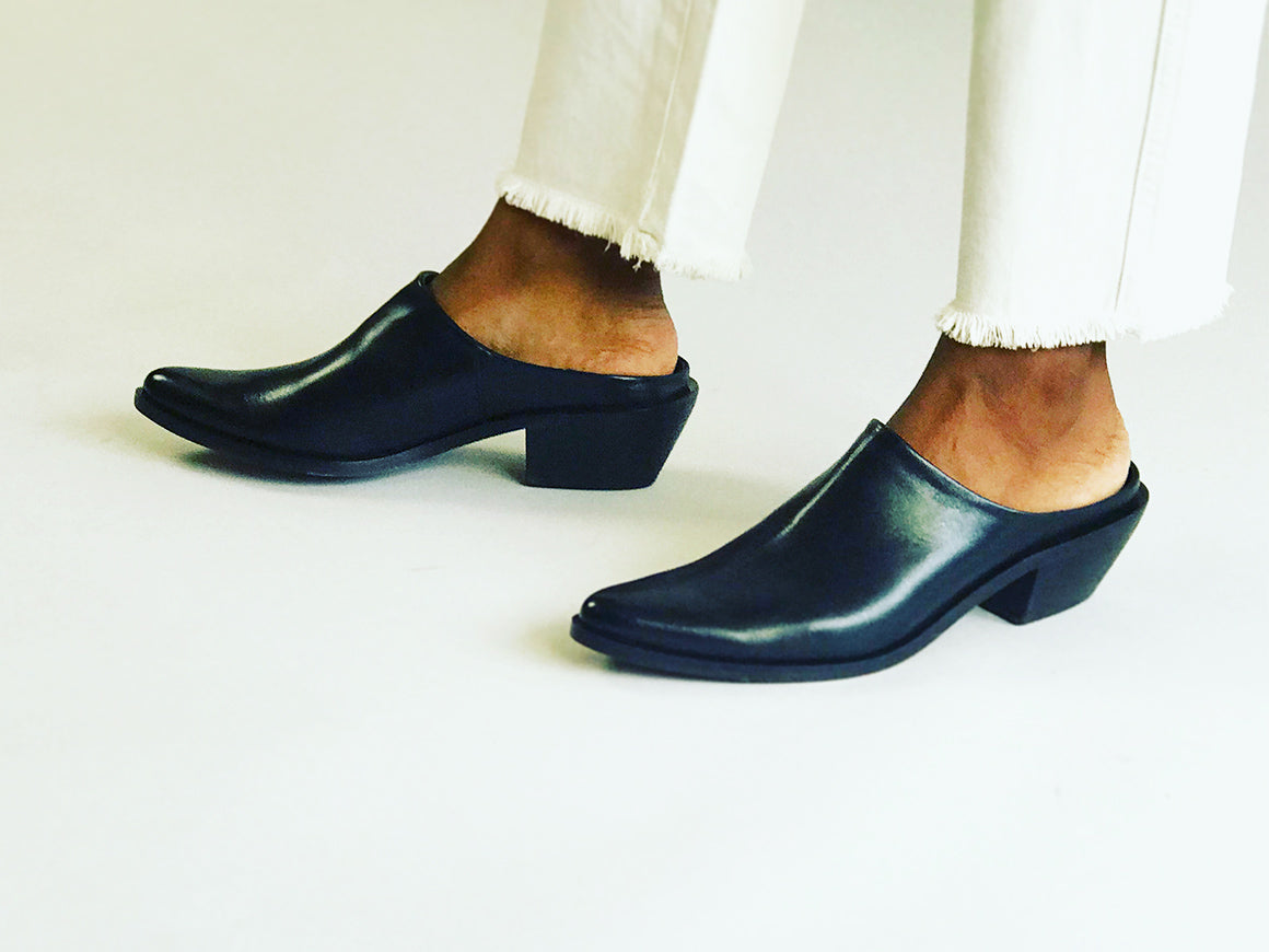 LAMPUKI | Women's ultra-minimal leather mules