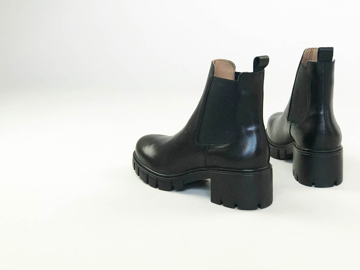 PORGI | Minimal Women's Chelsea boot with elevated silhouette