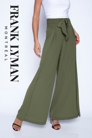 201242  (Khaki Crepe Pant)   Can wear with 61175 (Off white-white)