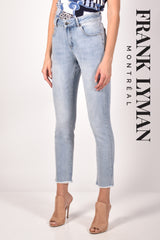 211118U (Jeans)  Approx. 11 inch high rise with 28 inch inseam