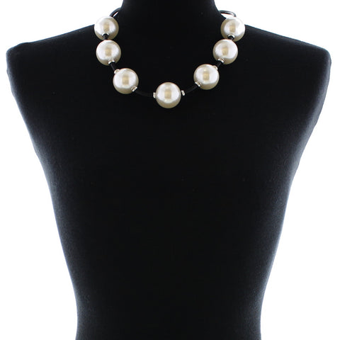 9646 (Pearl necklace with rubber band)