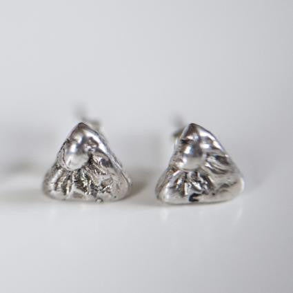 TRIANGLE IMPRINTED STUDS {silver}