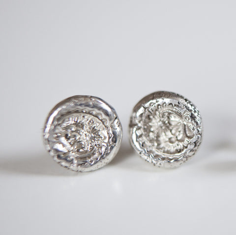 FLOWER IMPRINTED STUDS {silver}