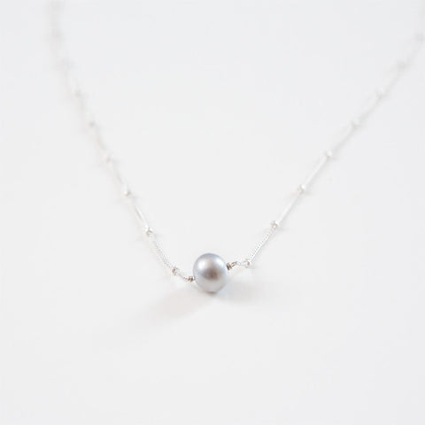 GRAY PEARL NECKLACE {silver}