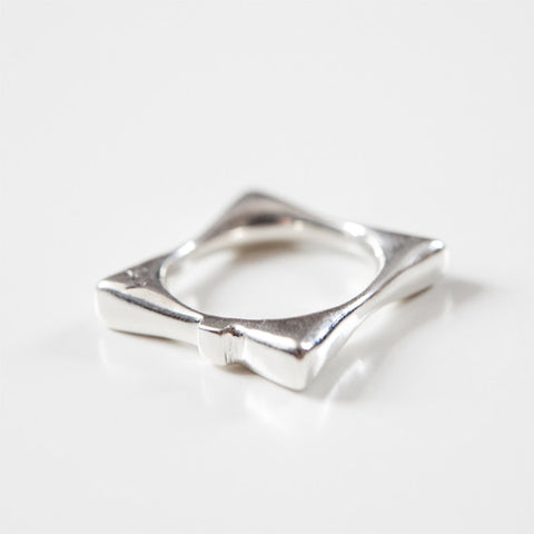 SQUARE BOW RING {silver}