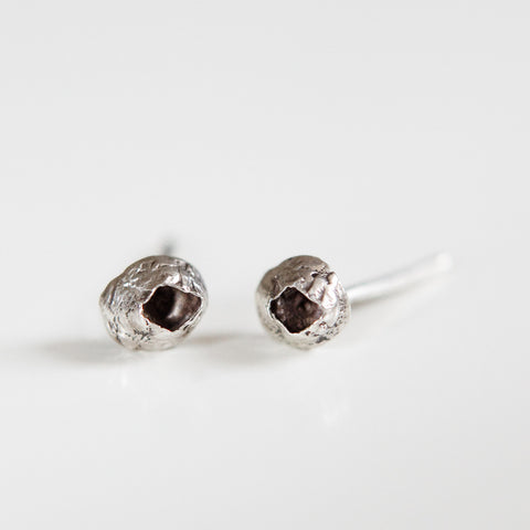 SMALL BARNACLE STUDS silver