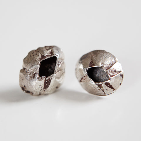 LARGE BARNACLE STUDS silver