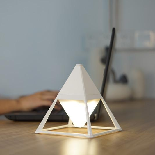 Pyramid LED table lamp in ceramic white
